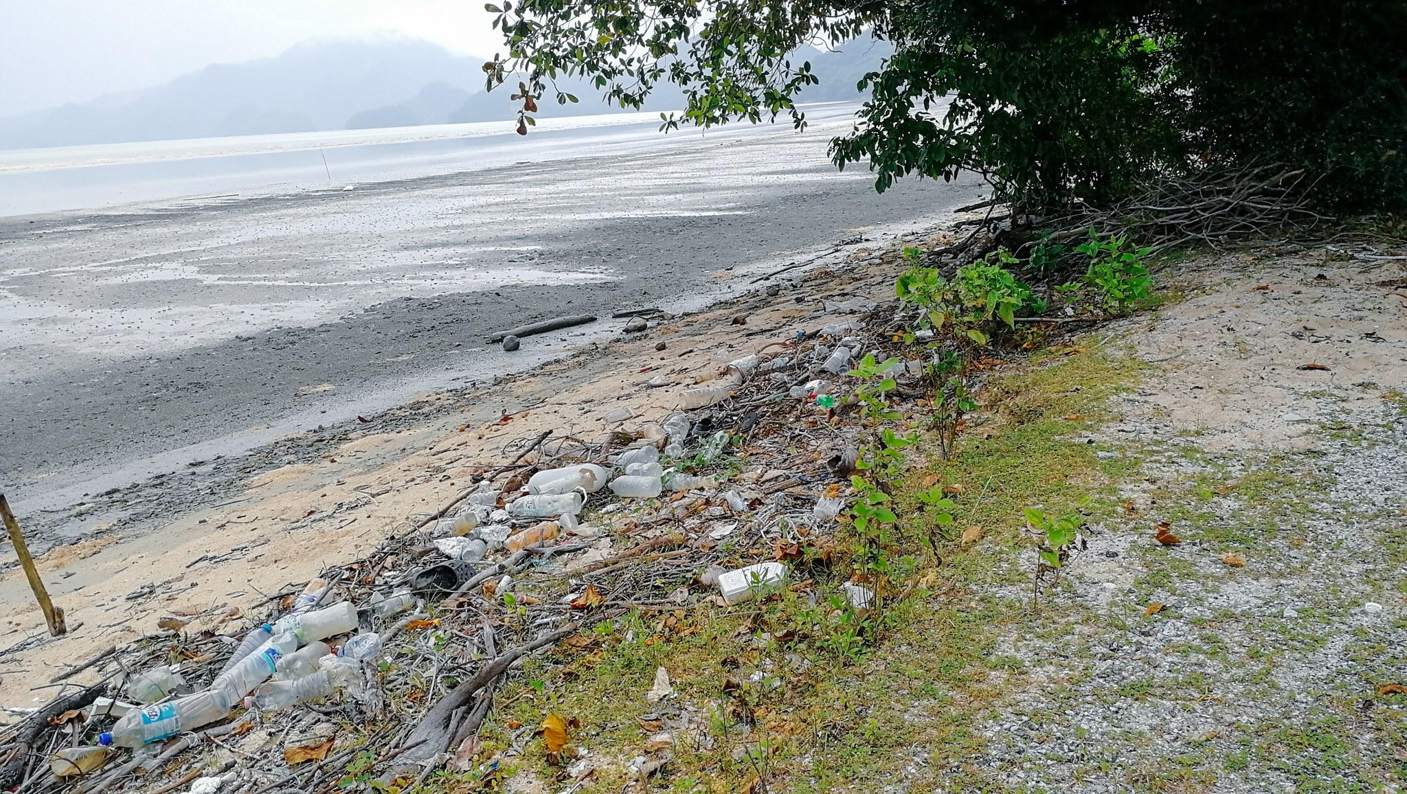 odpadky na pulau tuba