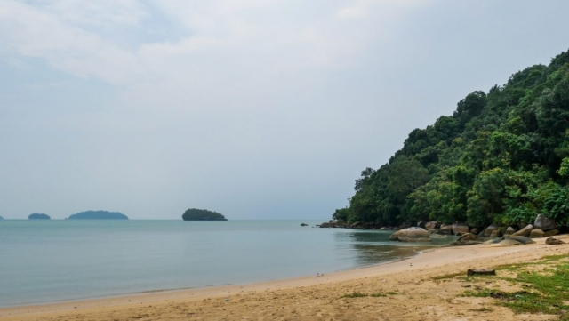 pulau-tuba-beach