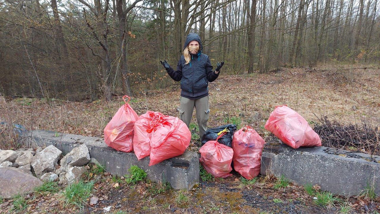 vandulka vencelová vyčistila lesík v okolí lutily