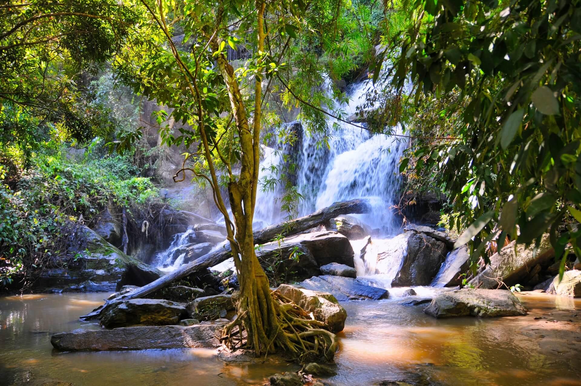vodopad-mae-sa-thajsko